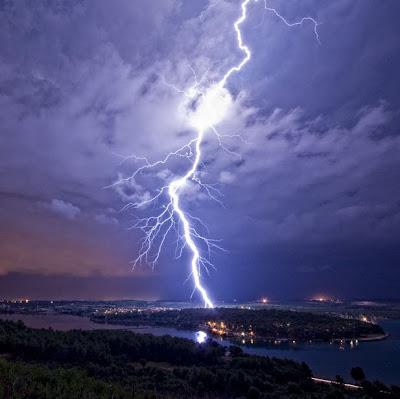 Rayos sobre Pula, Croacia - Thunder in Croatia