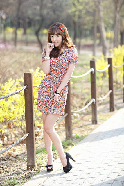 4 Lovely Minah in Colourful Mini Dress-very cute asian girl-girlcute4u.blogspot.com