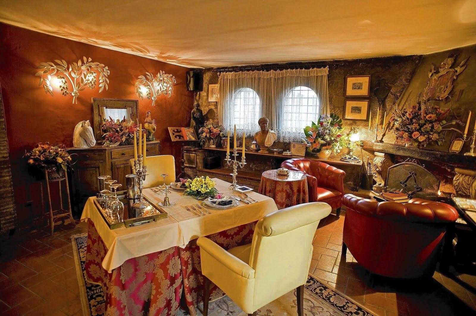 Traveloscopy Travelblog Tea For Two At Worlds Smallest Restaurant - Table for two restaurant