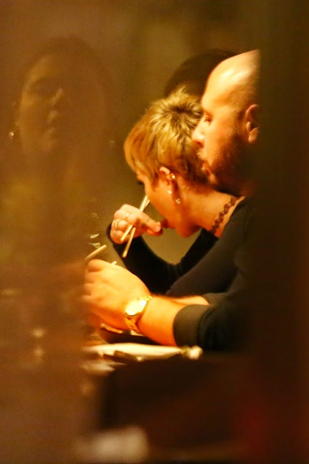 Miley Cyrus dines in the restaurant and Rio