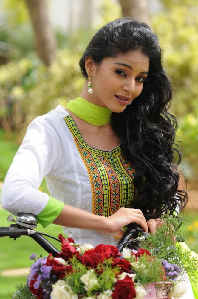 Sanam Shetty Stills at Kalai Vendhan Tamil Movie Team