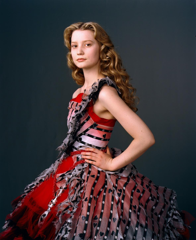 http://2.bp.blogspot.com/-aLLShzs9R5o/TWfhaPSKEOI/AAAAAAAAArY/DeuzfHrqJbo/s1600/Mia+Alice+in+Wonderland.jpg