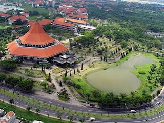Kampus ITS (Foto fadlikadn.wordpress.com)