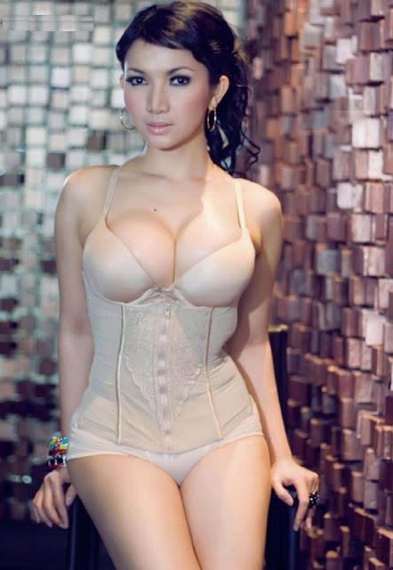 Model Hot Roro Fitria Habis 4 Juta untuk Bentuk Payudara .