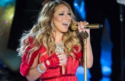 Mariah Carey menangis saat konser