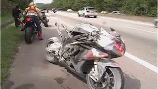 Berikut adalah gambar motosikal berkuasa tinggi mangsa yang terbakar