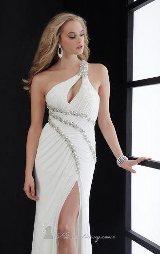 Uzun beyaz elbise modeli yırtmaçlı tek omuzlu beyaz uzun abiye