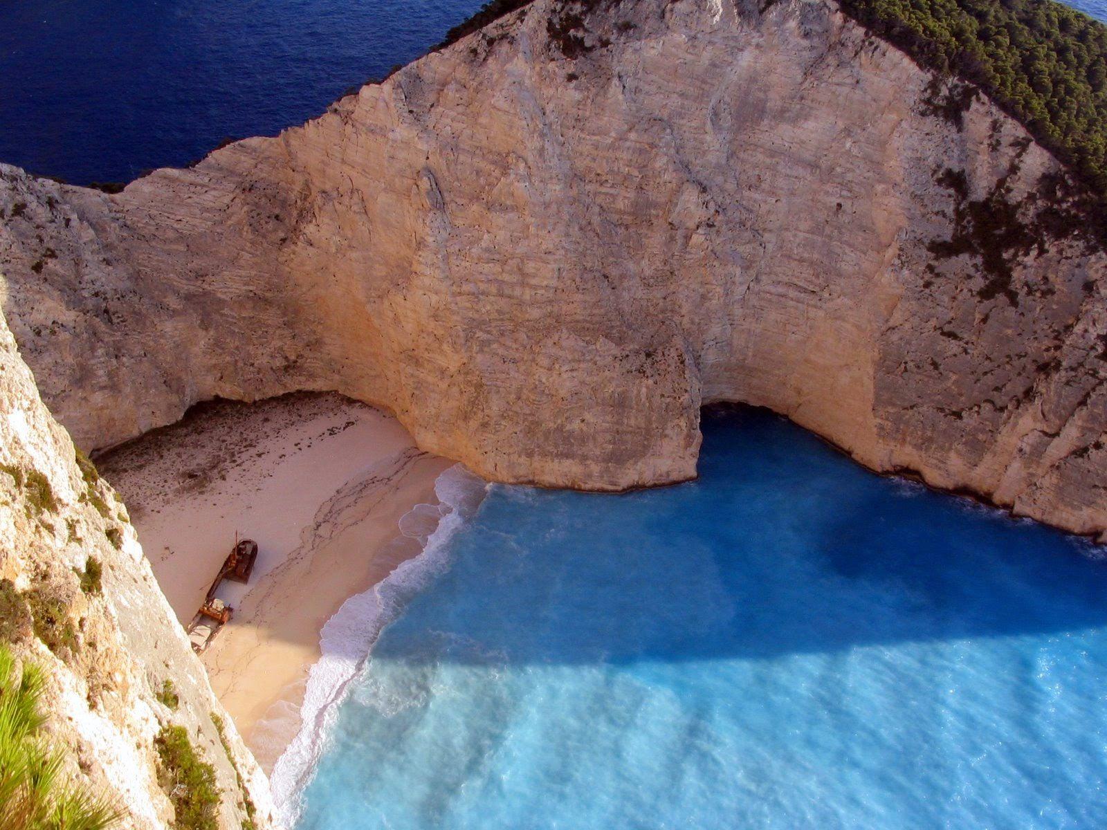 La playa de Navagio en la isla griega de Zakynthos