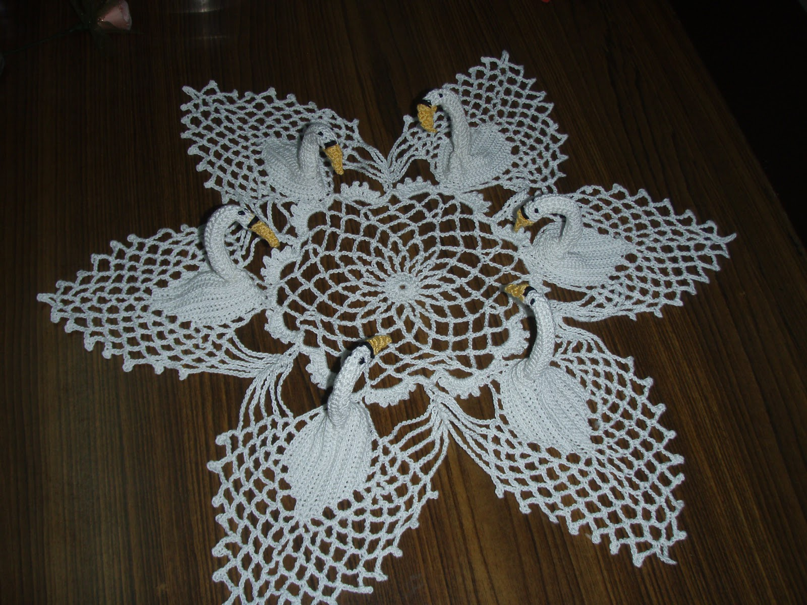 Crocheting Doilies Patterns : SIMPLE CROCHETED DOILY PATTERNS - Easy Crochet Patterns