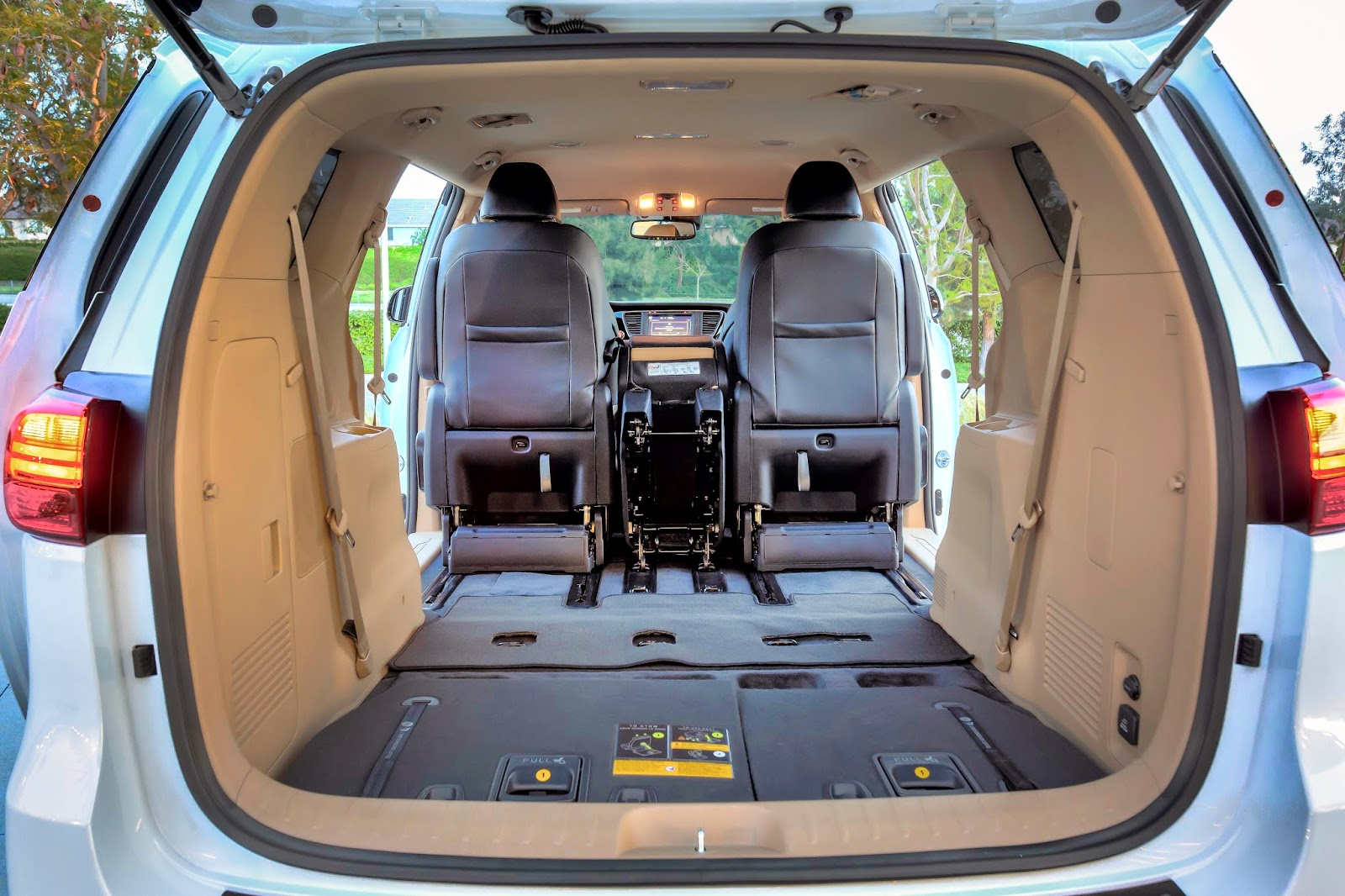 Fold-flat third row seating in 2015 Kia Sedona