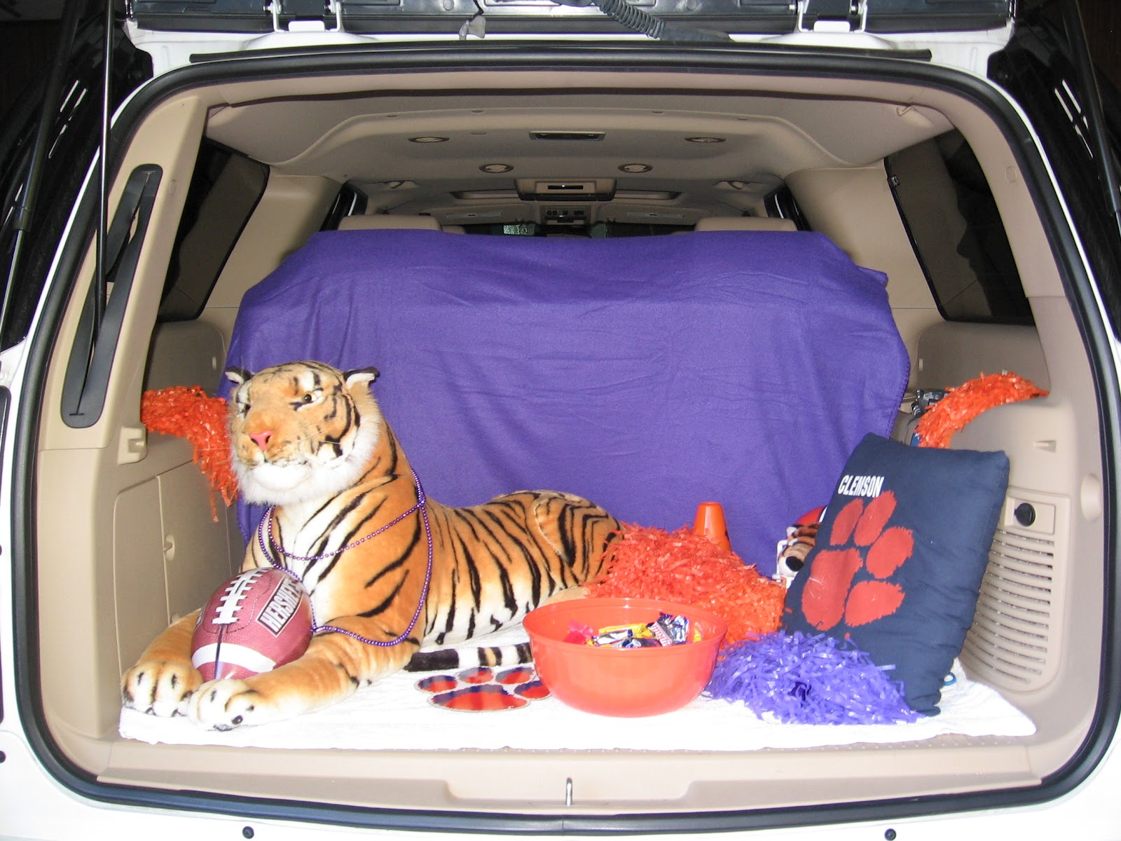Moms Best Nest Trunk R Treat Car Decorating Ideas