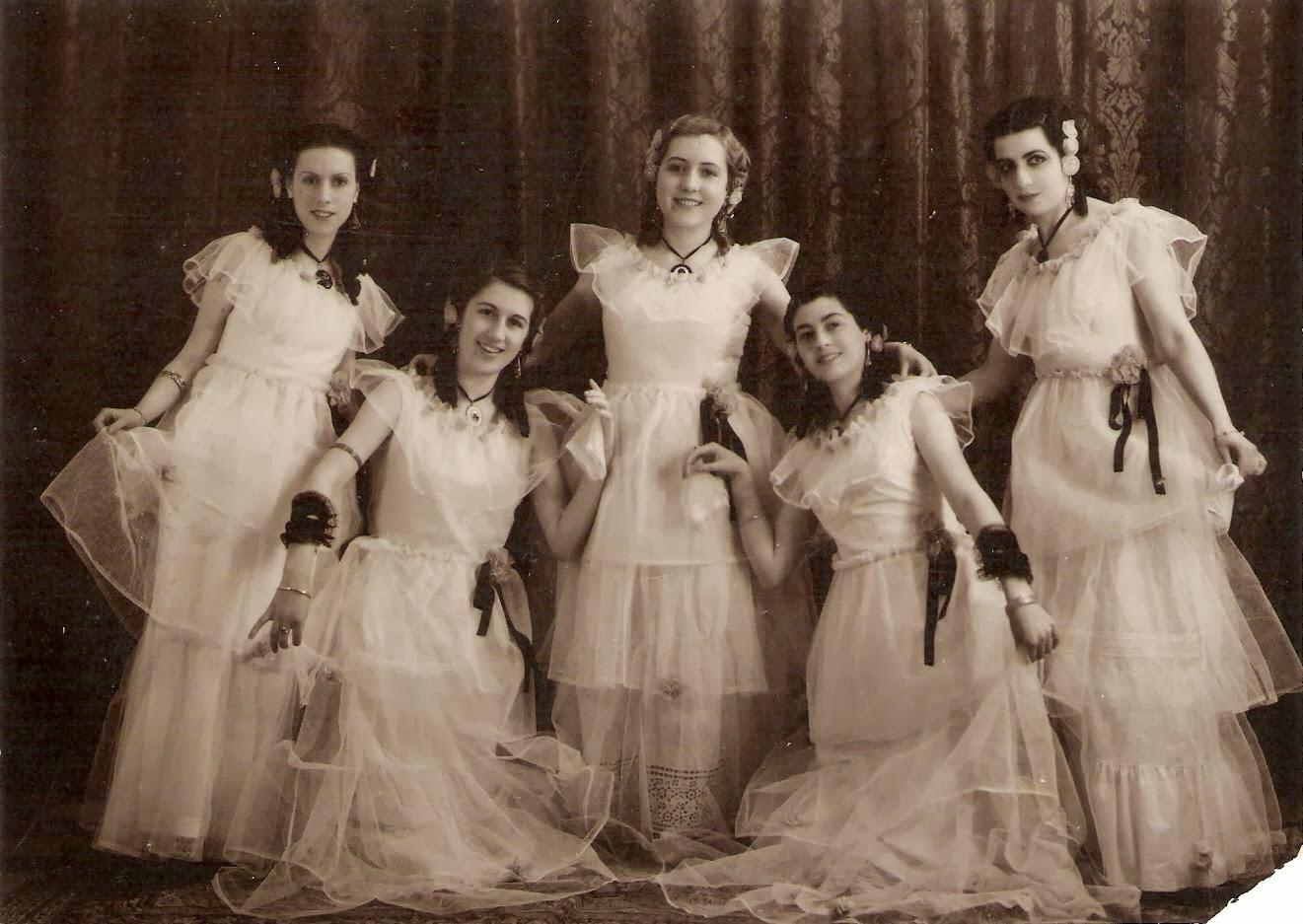 Cinco muchachas ahora y en el primer tercio del siglo XX