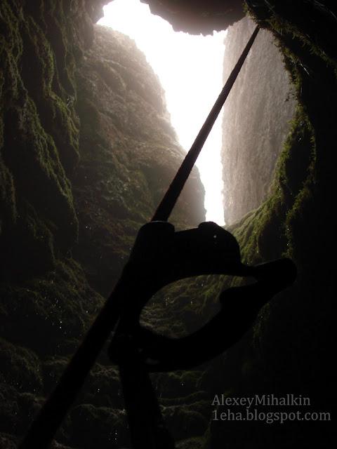 пещера Кора-карных-турткель, начало входного колодца