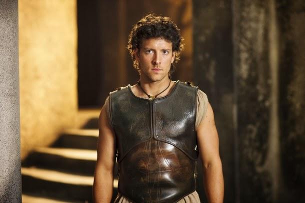 Jason (Jack Donnelly) en Atlantis 1x01 - The Earth Bull