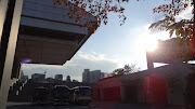 散歩中に見え隠れするスカイツリー. 江戸東京博物館かな? 逆光とか好きです。 (dsc )