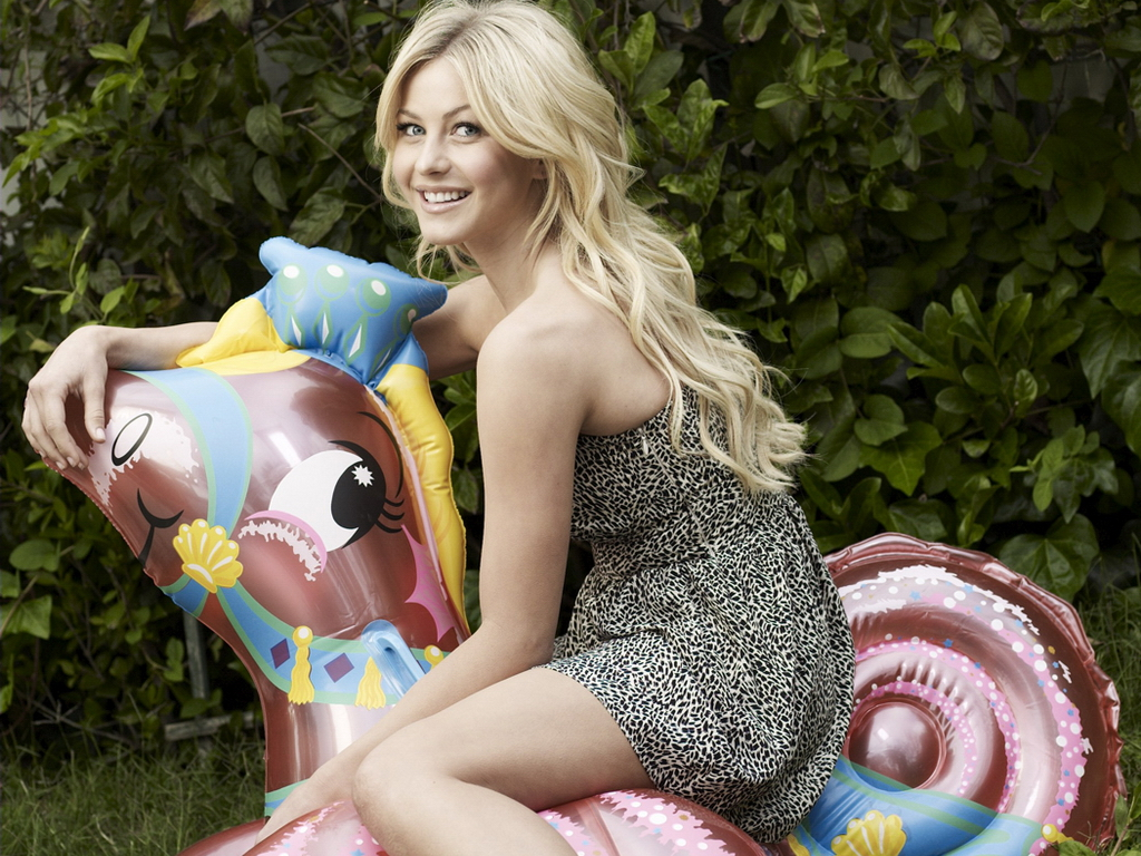 julianne hough cute hd wallpapers 2012 | it's all about wallpapers