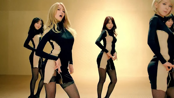 aoa Yuna Miniskirt