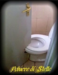 New polvere di stelle bagni costruiti da idioti - Non aprite quella porta completo ...