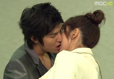 kabar--aneh.blogspot.com - 5 Jenis Ciuman Ala Drama Korea