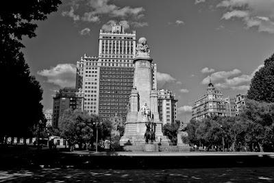 La Plaza España (Madrid, España), by Guillermo Aldaya / PhotoConversa