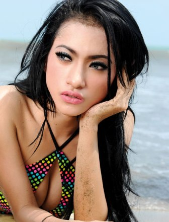 Amel Alvi - Model Majalah Popular World