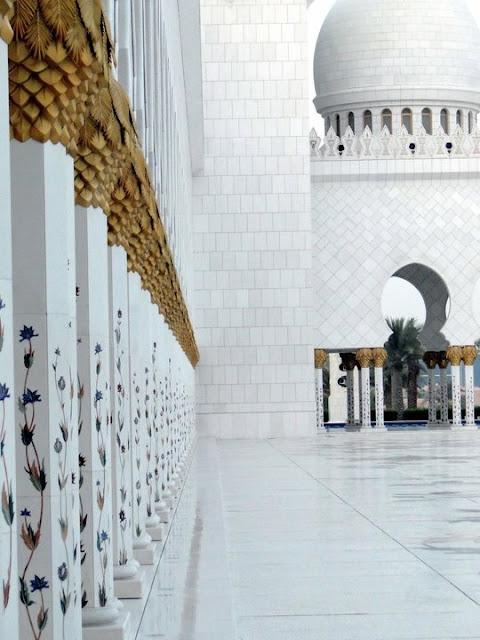 Explanada de la Mezquita Sheikh Zayed en Abu Dhabi