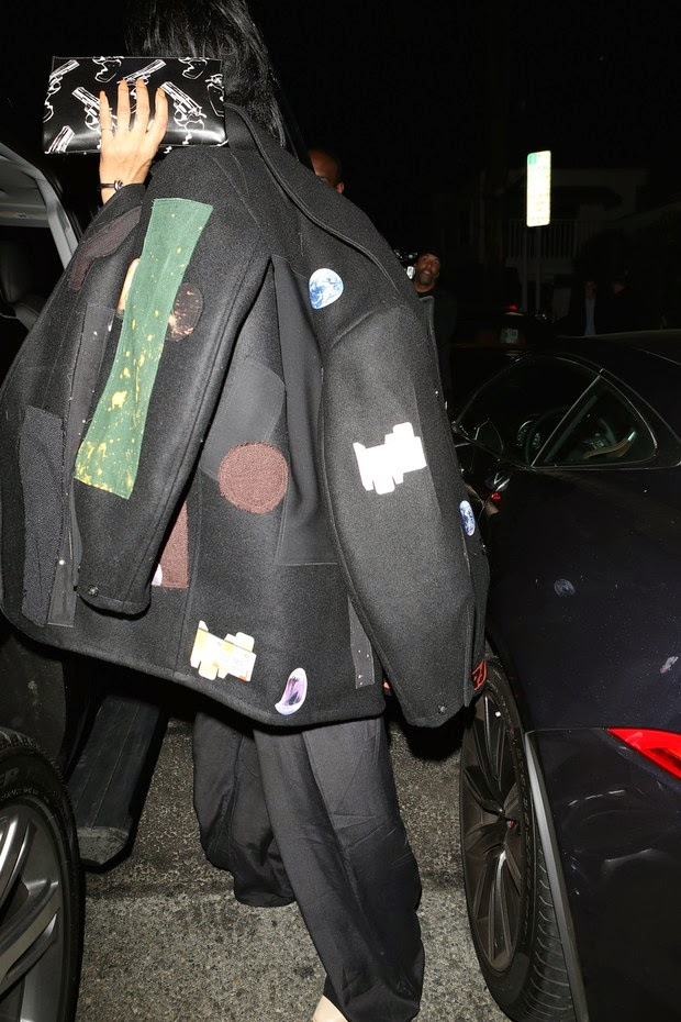 Not today! Rihanna avoids flashes while leaving restaurant