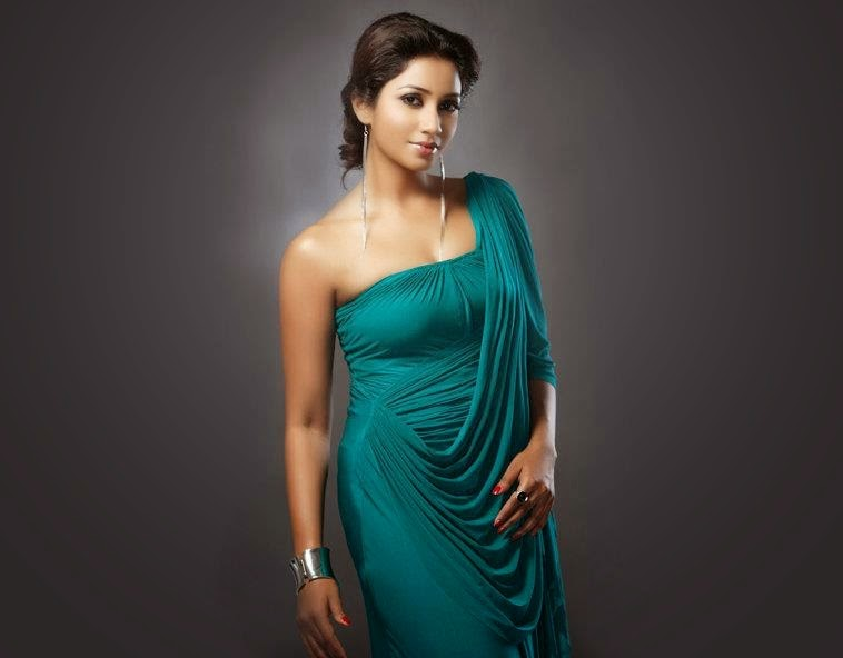 Aishwarya rai boobs cleavage show in guru song - 1 4