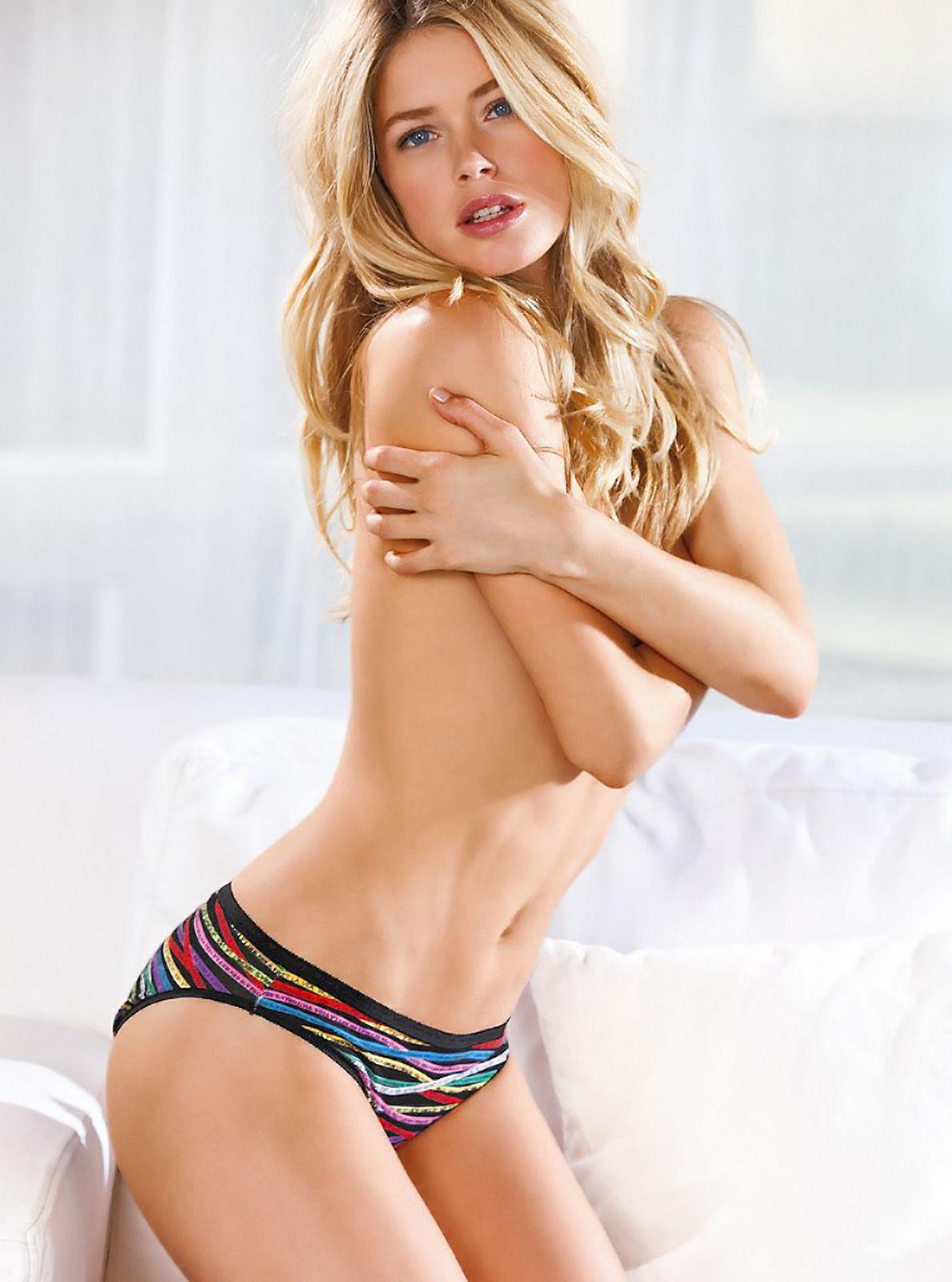 http://2.bp.blogspot.com/-aPse3ao3N04/T2p8vjCSJeI/AAAAAAAAAis/_bXUlieg1QU/s1600/Doutzen+Kroes+very+hot+in+sexy+Victoria\'s+Secret+lingerie+(1).jpg