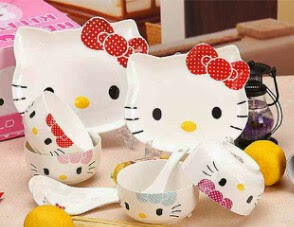 Piring set hello kitty