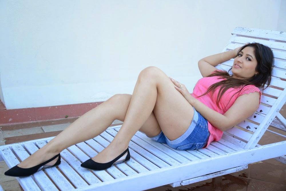 Prabhajeet Kaur Glamorous Photo shoot-HQ-Photo-3