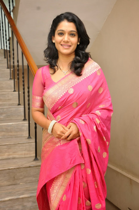 urmila gorgeous looking shoot in pink saree unseen pics