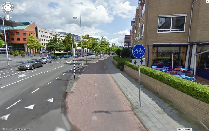 自転車の 車道 自転車 狭い : 車道(赤)に比べ、かなり狭い ...