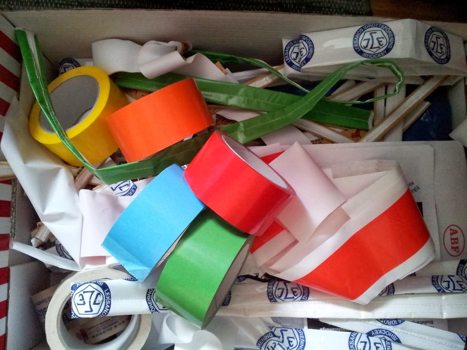 Packtejpsrullar finns i många färger och företagsdesignade mönster.