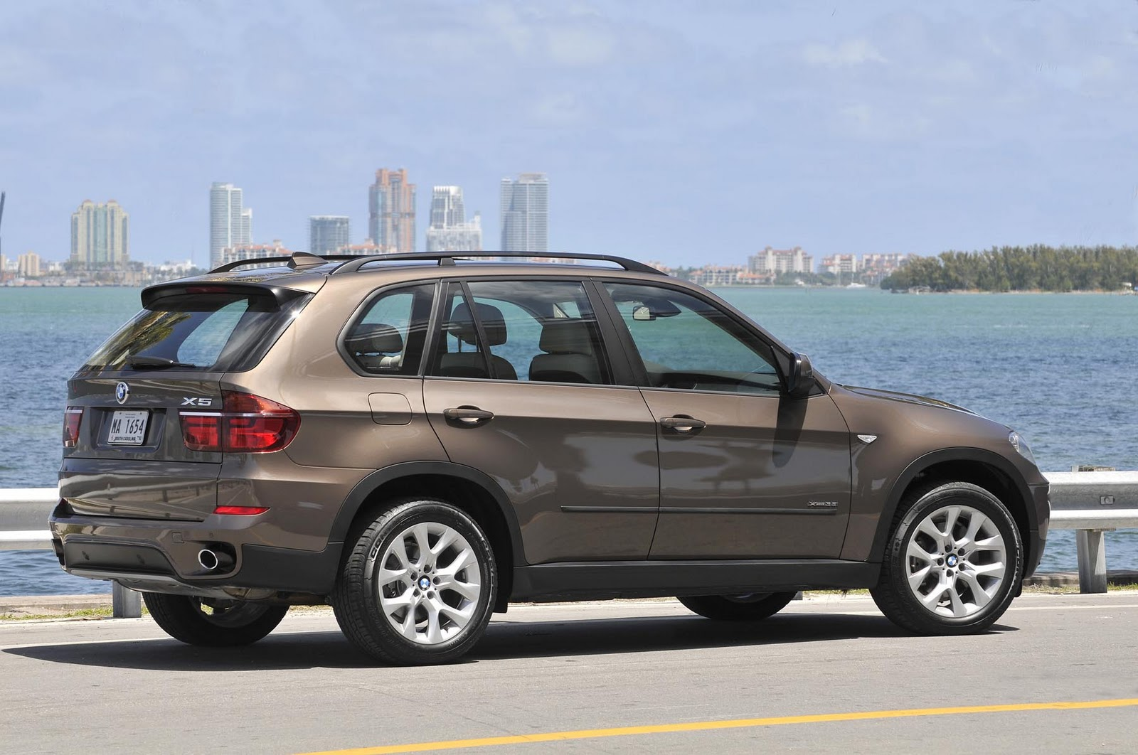 IN4RIDE BMW X6 GETS BENCH REAR SEAT X5 NEW RIMS