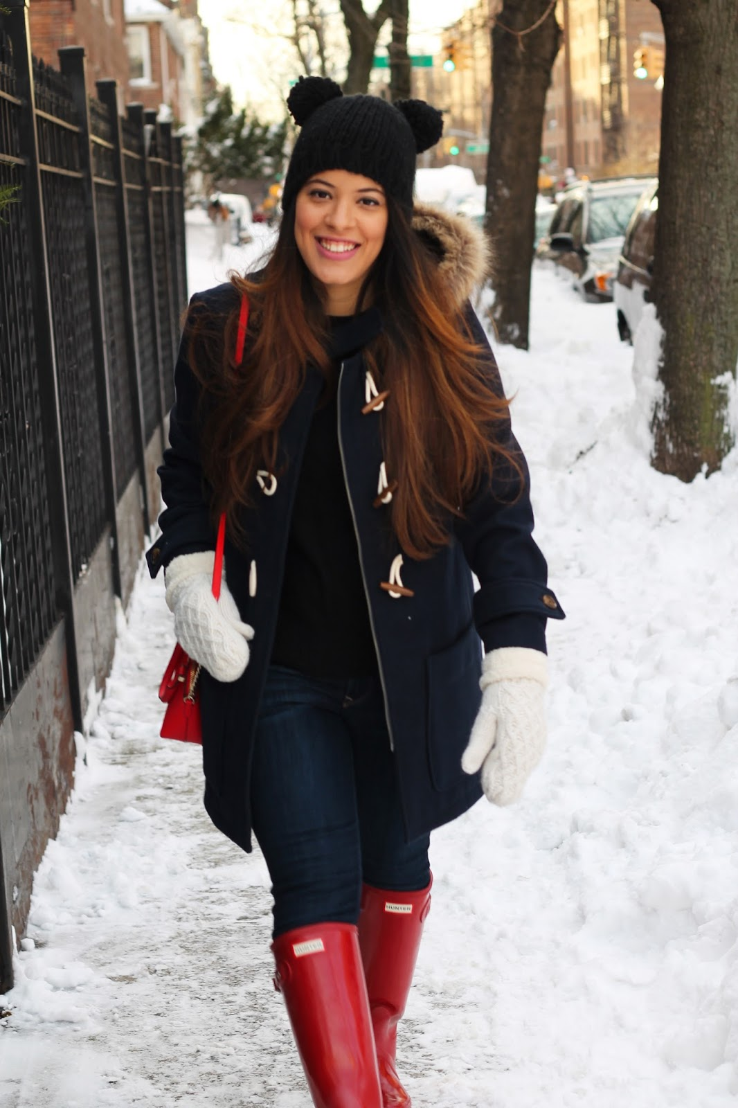 winter look, oldnavy, hunter rain boots, hunter, red gloss hunter rain boots, new york, winter, winter style, navy toggle coat, kate spade, pom pom hat, fashion blogger, fashion, style, ootd, outfit of the day, rain boots, red, mittens, prima donna, banana republic, express, jeans, dark wash jeans, latina blogger, nyc blogger, snow, black sweater