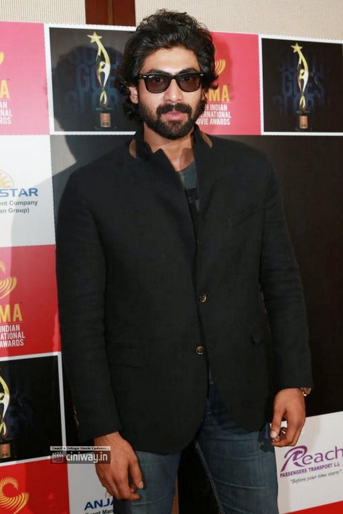 Shriya-Arya-at-SIIMA-Awards-2013-Announce