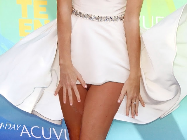 Taylor Swift Upskirt To Pussy In Teen Choice Awards 2011 Show Pussy