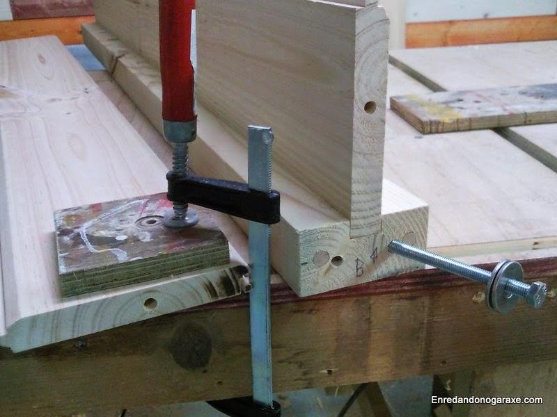Taladros para los pernos en viga de madera en T. Enredandonogaraxe.com