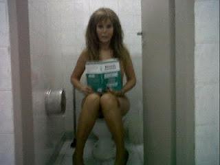 Foto de Graciela Alfano desnuda en el baño