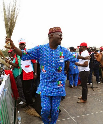Fashola Dancing Shoki at APC Campaign Rally
