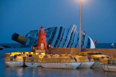 В Италии затонул круизный лайнер