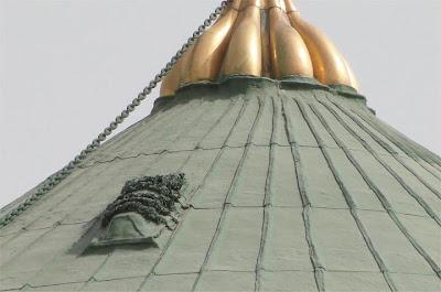 Persoalan mengenai benda yang terdapat di atas Kubah Masjid An-Nabawi
