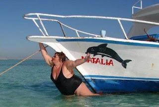 lol fat woman fall in water