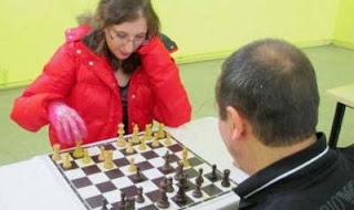 La meilleur joueuse d'échecs française joue contre un détenu de la prison d'Osny