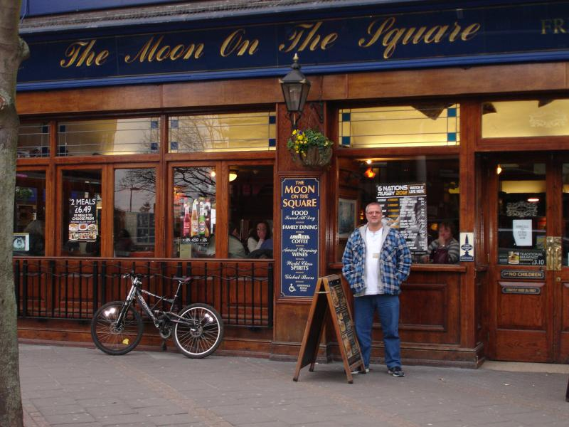 The Beer and Burger: The Moon on the Square - Feltham