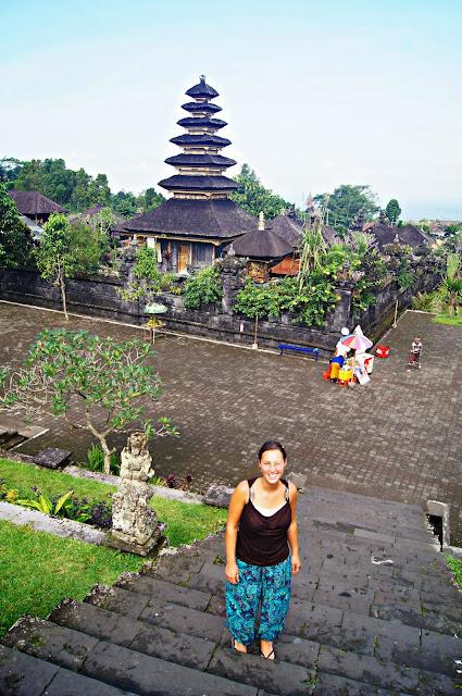 escaleras que dan acceso a Pura Penataran Agung