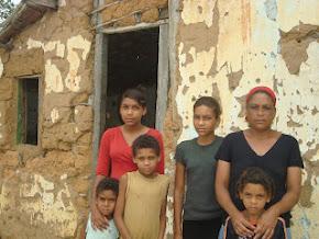 Campanha de uma casa para família carente de Mairi.