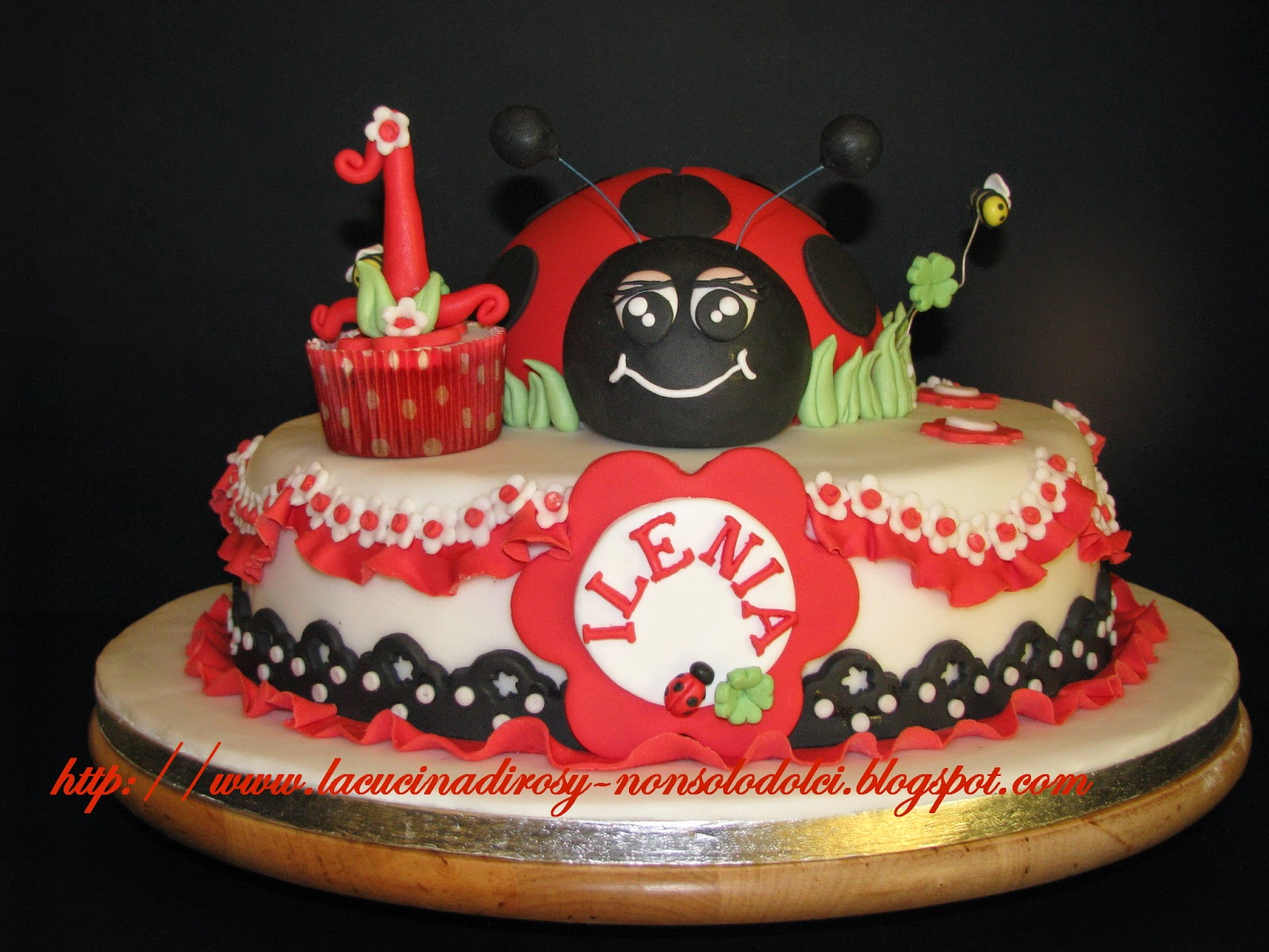 Le torte decorate di rosy torta coccinella for Decorazioni torte ladybug