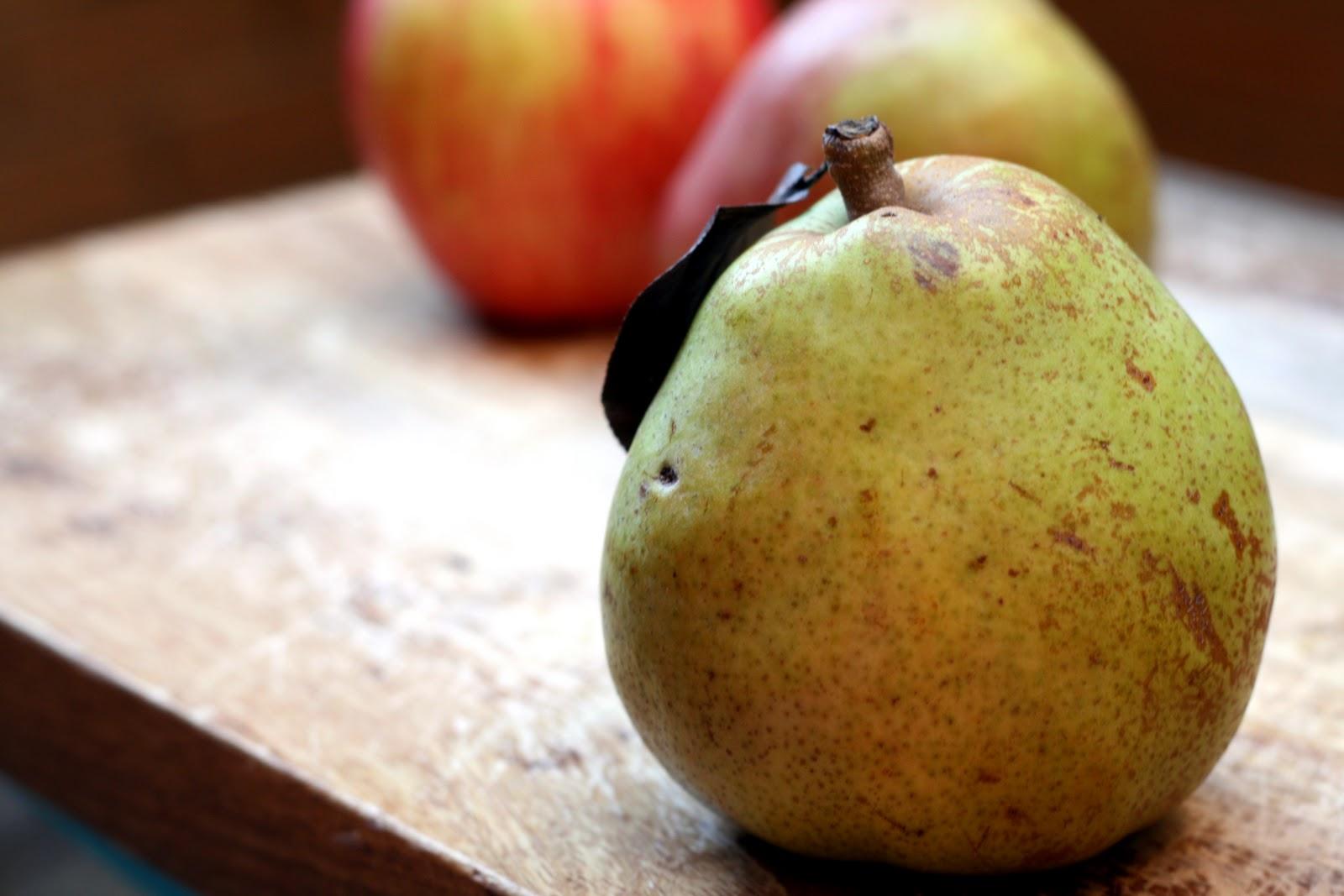 CupcakesOMG!: TwoFaced: Pear Applesauce